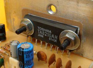 circuito integrado TA8210