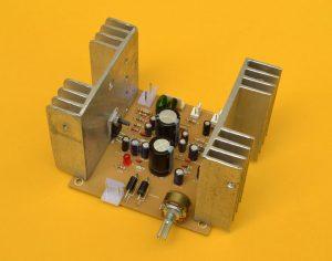 amplificador estéreo de 15W por canal