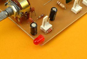 LED y condensadores de entrada